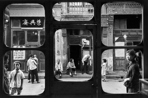 Marc Riboud Pékin Liulichang Fenêtres d'antiquaire Chine 1965