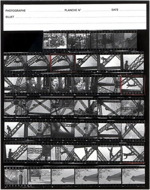Marc Riboud Planche contact du Peintre de la tour Eiffel Paris 1953
