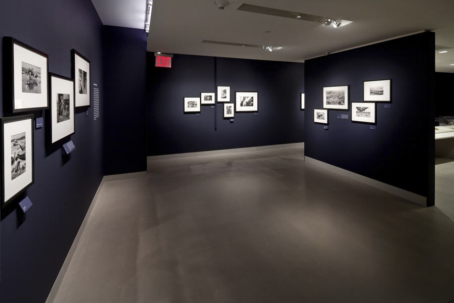 "Vue de l'exposition ""Witness Vue de l'exposition ""Witness at a Crossroads, photographer Marc Riboud in Asia"", Rubin Museum of Art, New York, 2014 © Rubin Museum of Artat a Crossroads, photographer Marc Riboud in Asia"", Rubin Museum of Art, 2014 © Rubin Museum of Art"