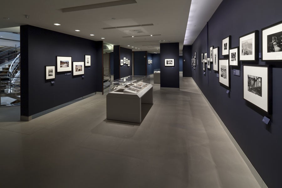 "View of the exhibition ""Witness at a Crossroads, photographer Marc Riboud in Asia"", Rubin Museum of Art, New York, 2014 © Rubin Museum of Art"