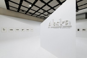 "Vue intérieure de l'exposition ""Alaska"" à Chanel Nexus Hall, Ginza, Tokyo, Japon, 2015 © Chanel Nexus Hall"