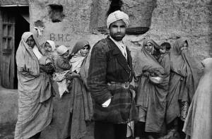 Dans un village près de la frontière turque, Iran, 1955