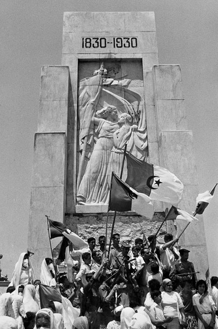Celebration of the independence below the monument commemorating the French landing in Sidi Ferruch in 1830, July 2nd 1962
