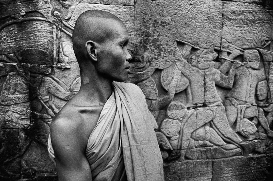 Monk in front of a bas-relief of the temple of Bàyon, 1990