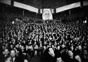 Portrait de Charles de Gaulle pendant un meeting, Paris, 1965