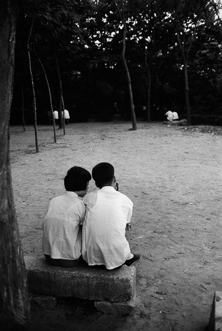 Couples in a parc nearby the Bund, Shanghai, 1979