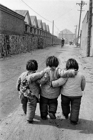 Marc Riboud Chine les 3 petites filles