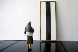 Dominique de Menil in front of an artwork by Barnett Newman, The Menil Collection, Houston, 1991
