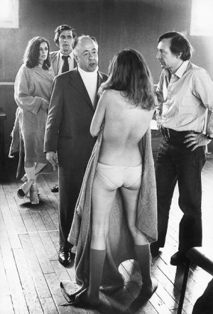 """Eugène Ionesco pendant une répétition de la pièce """"Oh ! Calcutta !"""", Paris, 1971"""