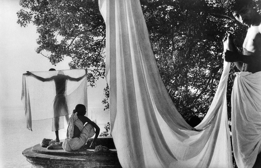 Le dhotti, sur les bords du Gange, 1956
