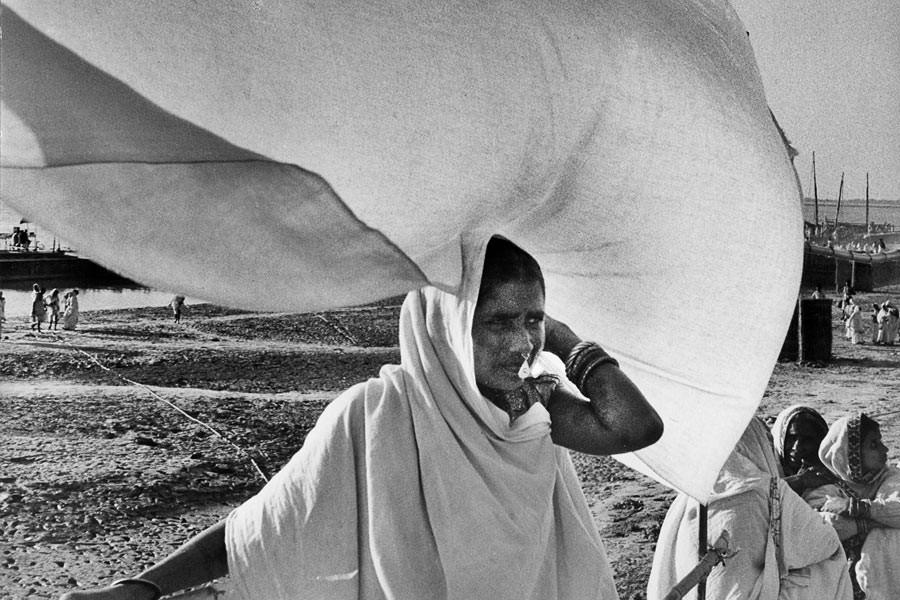 Sur les bords du Gange, 1956