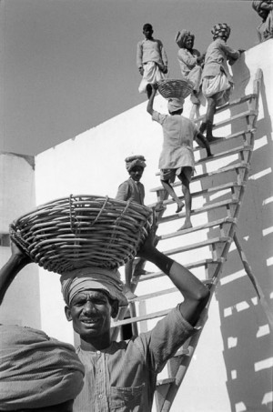 Chantier de construction à Chandigarh, 1956