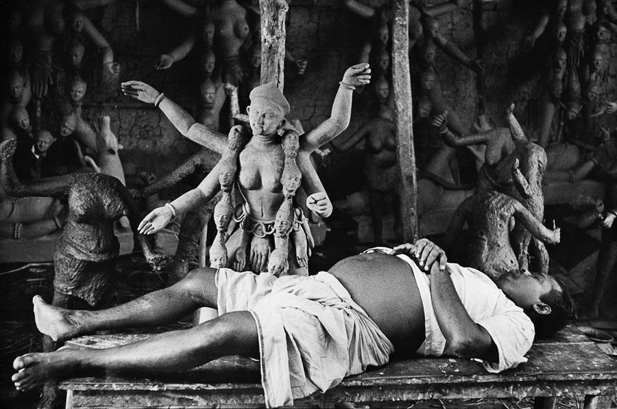 Préparatifs du festival de Kali, Calcutta, 1956