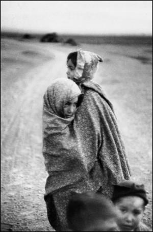 Enfants sur une route près de la frontière turque, 1955