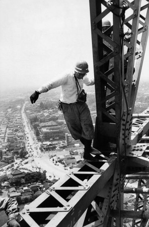Construction of the TV tower, 325 meters high, Tokyo, 1958