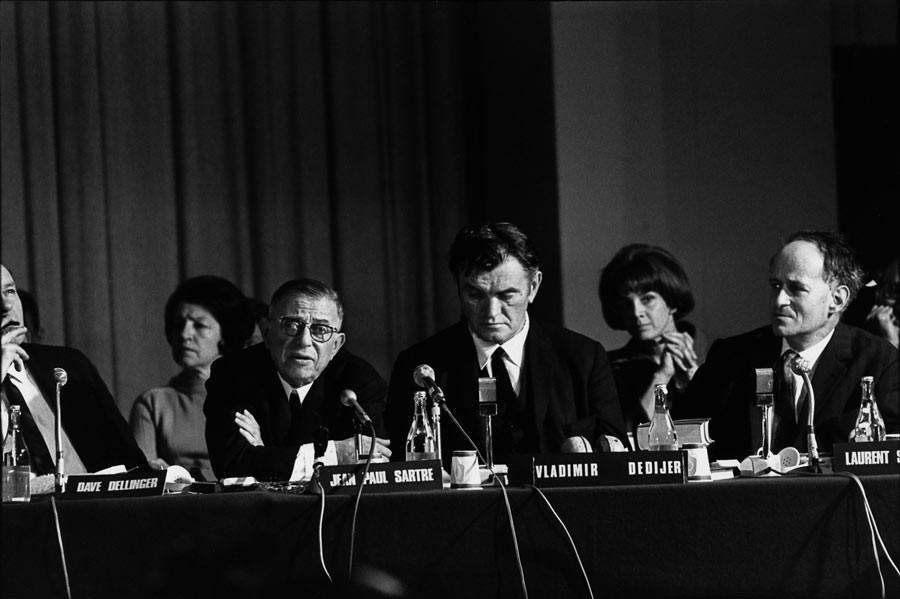 Jean-Paul Sartre au Tribunal Russell, Stockholm, 1967