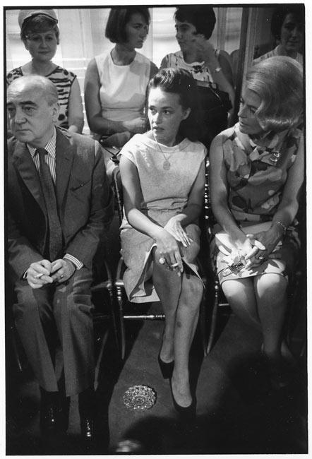 Jeanne Moreau à un défilé de mode, Paris, 1964