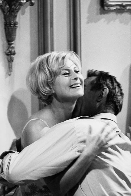 """Michèle Morgan at Anthony Quinn sur le tournage du film """"Les Centurions"""", 1965"""