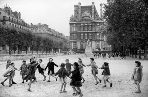 Round dance at the Tuileries garden, 1953
