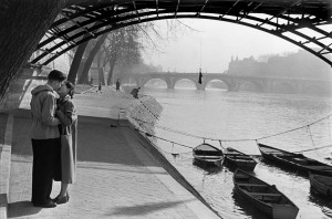 Lovers at the pont des Arts, 1953