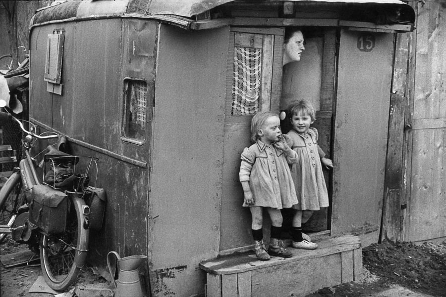 Banlieue de Paris, 1954