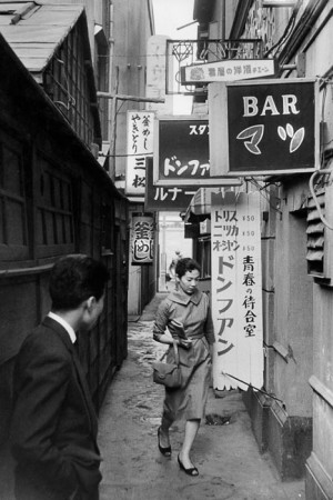 "Tokyo, 1958. This graceful young woman and the man looking at her evoke the Hong Kong film ""In the mood for love""."