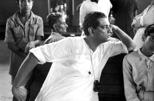 "Satyajit Ray on the shooting of his second movie ""Aparajito"", Calcutta, 1956"