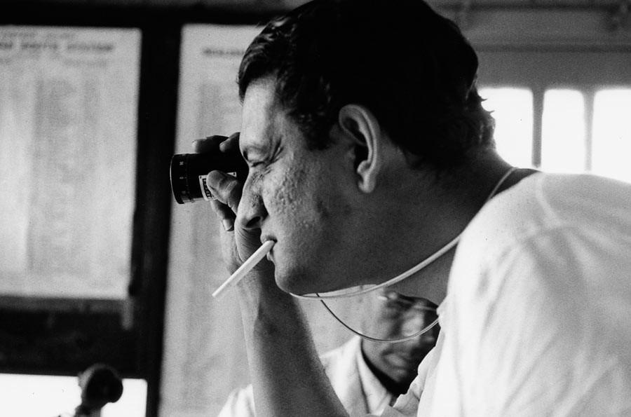 "Satyajit Ray on the shooting of his second movie ""Aparajito"", Calcutta, 1956"