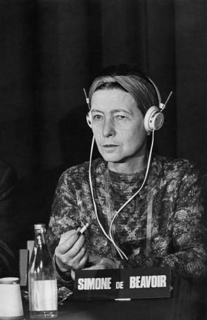 Simone de Beauvoir au Tribunal Russell, Stockholm, 1967