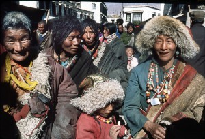 Peasants come in pilgrimage in Lhassa. The walk around the Jokhang. Men, who wear jewelry, sell them to pay their stay in Lhassa. 1985