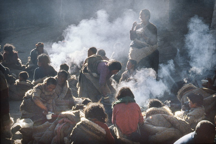 The pilgrims from Kham take a break and eat tsampa (grilled barley flour). 1985
