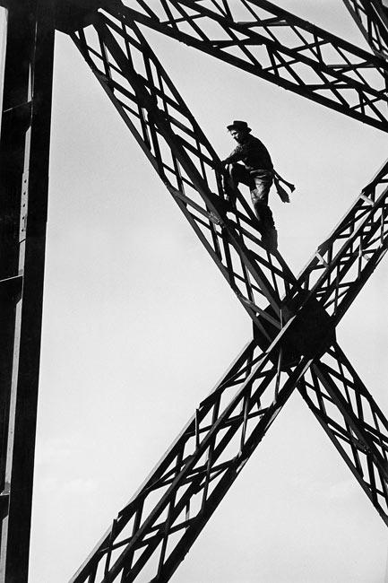 Painter of the Eiffel tower (variant), Paris, 1953