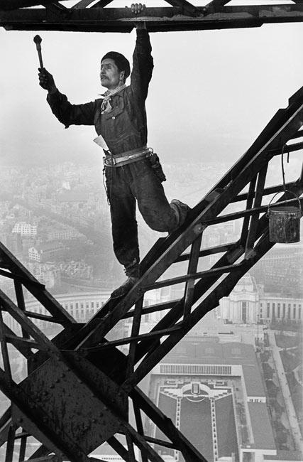 Painter of the Eiffel tower (variante), Paris, 1953