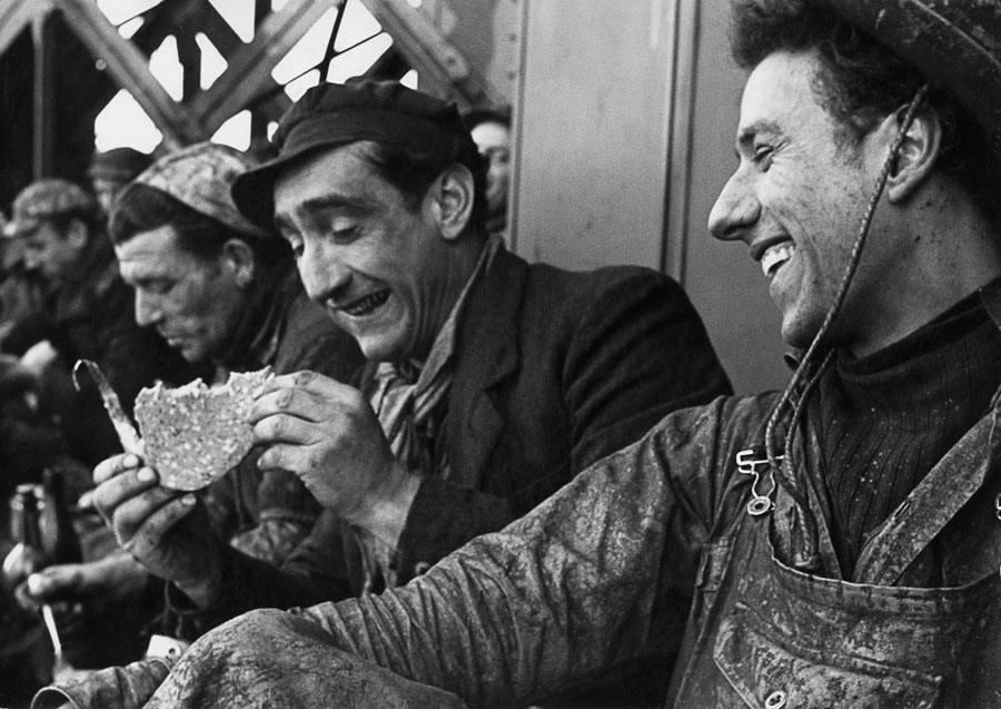 Déjeuner des peintres de la tour Eiffel, Paris, 1953
