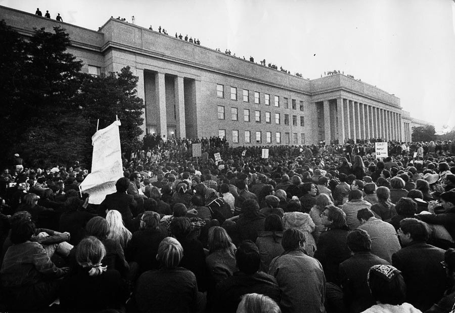 Demonstration against the war in Vietnam in front of the Pentagone, Washington D.C., October 21st 1967