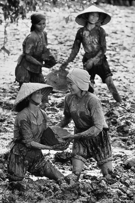 These women clear out an irrigation canal that was filled by mud with their bare hands, 1969