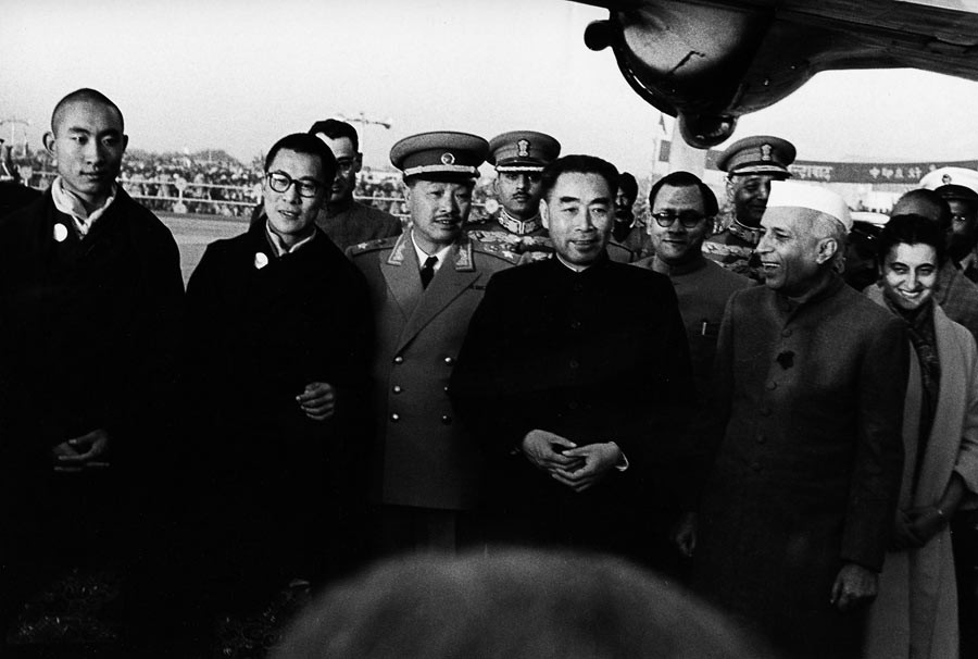 From left to right: Panchen Lama, Dalaï Lama, Zhou Enlai, Jawaharlal Nehru and Indira Gandhi. India, 1956