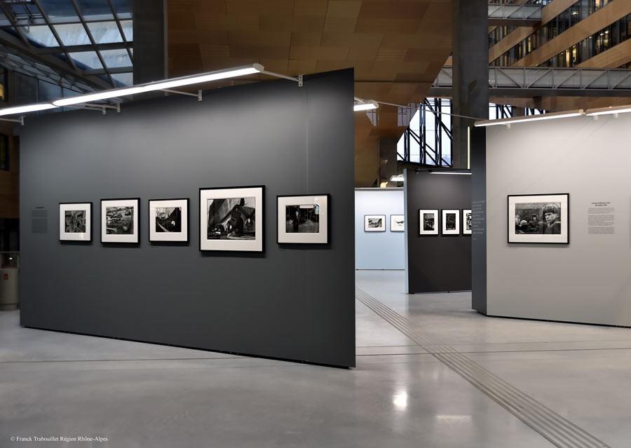 """View of the exhibition """"Marc Riboud, Premiers déclics"""", Le Plateau, exhibition space of the région Rhône-Alpes, 2014-2015 © Franck Trabouillet Région Rhône-Alpes"""