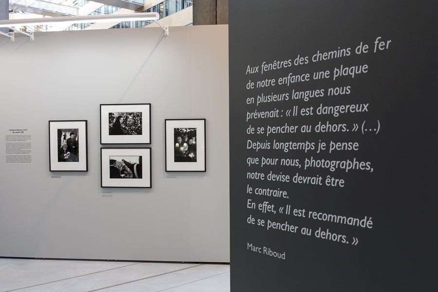 "View of the exhibition ""Marc Riboud, Premiers déclics"", Le Plateau, exhibition space of the région Rhône-Alpes, 2014-2015 © Mike Derez"