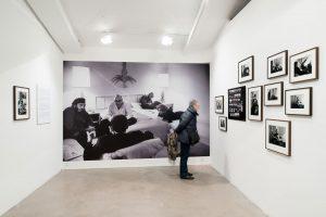 """Vue de l'exposition """"Cuba, 1963"""" à la fondation Brownstone, Paris, 2016 © Martin Argyroglo"""
